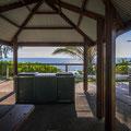 Palm Cove - Strandpromenade mit typisch australischem Picknickplatz