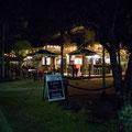 'The Garage Bar & Grill' direkt beim Strand