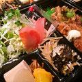 飛屋弁当には常時11~12種類のおかずが入ってます。