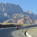 Mit den höher werdenden Bergen wächst unsere Begeisterung für Kirgistan.