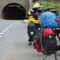 Die Tunnels sind gut beleuchtet . . .