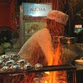 Vom Grill gibt es fast alles: Fisch, Muscheln, Geflügel, Bananen, Skorpione und vieles mehr.