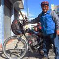 Jose mit seinem Motorcycle, das er in Bogota gekauft hat.