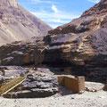 An vielen Orten treten Steinkohleflöze zu Tage, die mit einfachen Mitteln abgebaut werden.