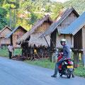Für einmal erkunden wir bequem mit dem Motorrad die Umgebung von Luang Namtha.