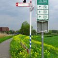 Knotenpunkte und Wegweiser erleichtern das Zurechtfinden auf dem weitverzweigten Radnetz sehr.