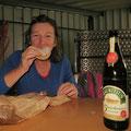 Hmmm . . . so ein Berliner schmeckt auch zu Bier!