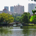 Wunderschöne Parkanlage mit See im Zentrum von Kunming.