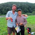 Der Stauwehrwärter beschenkt uns mit Beeren und Fruchtsaft - einfach genial!!