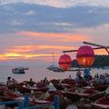 Abends steigt in Sihanoukville die Strandparty (ohne uns).