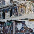 Leider sind viele der einst schönen Malereien stark zerstört.