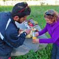 Heisse Schafsmilch und Kekse, gespendet von einer Anwohnerin am Morgen.