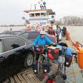 Auf der Fähre über die Donau nach Galati.