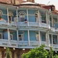 Die Stadt ist bekannt für ihre spezielle Fassaden- und Balkon-Architektur.