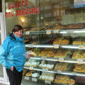 Feine Backwaren in Stara Zagora. Kein Laden, einfach eine Durchreiche