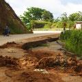 Der viele Regen verursacht auch in Peru Strassenschäden. Immer aufpassen beim Abwärts sausen.