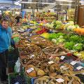 In der Markthalle gibt es verschiedenste Pilze zu kaufen.