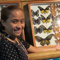 Unsere charmante junge Führerin im Schmetterlingshaus.
