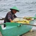 Fischer mit seinem kleinen Boot.