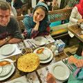 Nastaran und Shayan laden uns zu einem feinen, typisch iranisches Nachtessen ein.