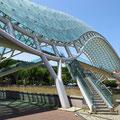 Fussgängerbrücke über die Kura, erbaut von einem italienischen Stararchitekten.