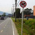 Auch in Kolumbien können die Hunde - leider - nicht lesen.
