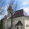 Im Städtchen gibt es viele alte Kirchen mit wunderschönen Malereien.