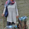 Sobald wir das letzte Dorf passiert haben, können die Frauen Kopftuch und Tunika ausziehen.
