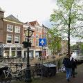 Leiden ist eine schöne, alte, gemütliche Stadt in der Mitte Hollands.