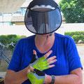 Bea ist begeistert von ihrem Sonnenschutzschild made in Japan.