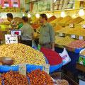 Nüsse und Trockenfrüchte in allen Variationen im Basar.