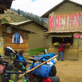 In kleinen Dörfern gibt es oft nur einen Kiosk mit sehr bescheidenem Angebot.