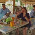 Mittagessen in einer Strassenbeiz. Wir essen immer gut.
