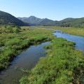Entlang der Flüsse gibt es immer wieder weite Naturschutzgebiete.