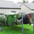 Auch für Australien muss alles blitz-blank sauber sein. Das Zelt wird in die Waschmaschine gesteckt.