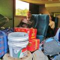 Hauptsache wir haben noch Platz im Bus (Fahrt nach Sandakan).