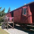 Dieses Mal mieten wir uns in einem alten Eisenbahnwagen ein.