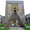 Die ehemaligche Moschee im Innenhof.