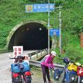 An zwei Tagen fahren wir 21 km Tunnels.