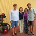 Mit Sumiko und Robert aus Baselland halten wir spontan einen Schwatz. Herzlichen Dank für die Früchte!!