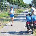 Unvermittelt sind wir in einen Marathonlauf geraten (bei Wolgast).