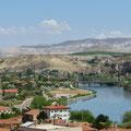 Avanos mit dem längsten Fluss der Türkei, dem Kizilirmak.