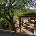 Zelten auf einem kommunalen Zeltplatz. Die gibt es in vielen Dörfern.