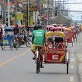 Wir staunen, in San Carlos gibt es Tricycles mit normalen europäischen Fahrrädern. Jede Stadt hat offenbar eigene Modelle.