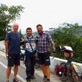 Erinnerungsbild mit Motorradfahrer. Er ist auf dem Weg nach Popayan.