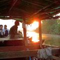 Wunderschön, der Sonnenaufgang am frühen Morgen auf dem Fluss.