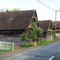 Schöne alte Holzhäuser, viele leider verfallen