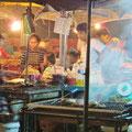 Auf dem Nachtmarkt in Kota Kinabalu. Fischessen bis genug.