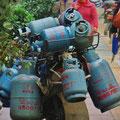 Kann man ein Dutzend Gasflaschen auf ein Motorrad packen? Ja, man kann!