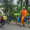 James fährt als Rüebli (Karotte) um für sein Hilfsprojekt zu werben. www.freewheelingfarmer.com